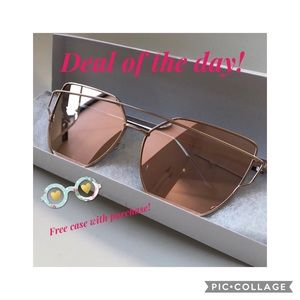 Accessories - ⭐️NWOT Rose Gold Mirrored Glasses⭐️ Free Case 🎁